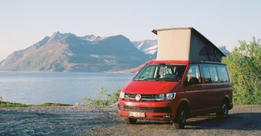 VW T6 California Beach, Kodak Ektar, Leica Elmarit M 2.8 28 asph., Kjerringøy, Karlsøfjord | © mare.photo