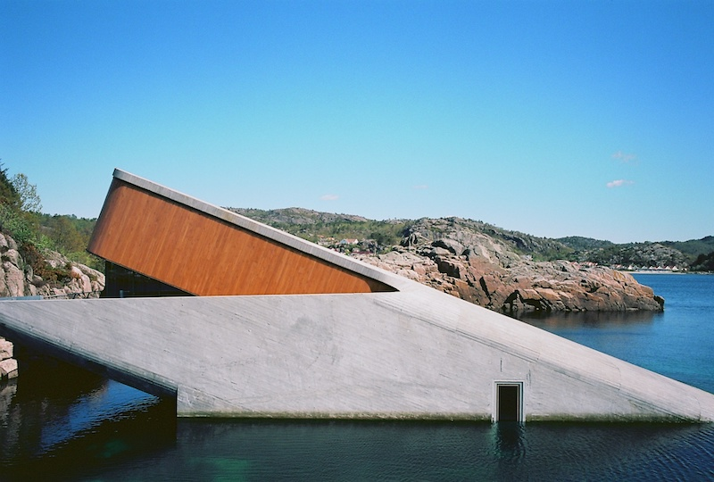 Under Restaurant, Lindesnes, Kodak Ektar, Leica M Elmarit 2.8 28 asph. | © mare.photo