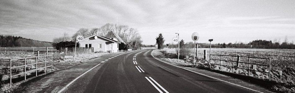 Grenzübergang Pebersmark | Grenzübergänge Deutschland – Dänemark. Fotografiert mit Leica M7 und Elmarit 2.8/28 asph. new auf Kodak Tri X 400 | © mare.photo